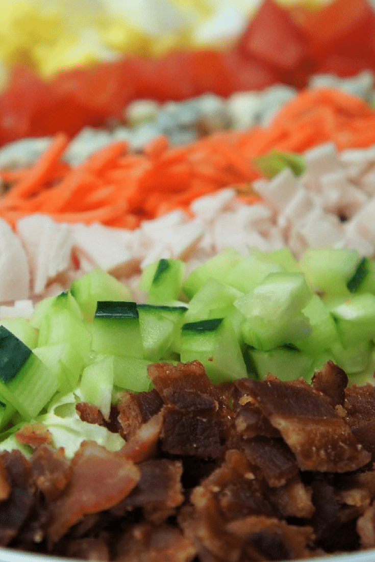 This Cobb Salad is as pretty as it is delicious. Bacon, tomatoes, cucumbers, carrots, hard-boiled eggs, turkey and blue cheese all sit on top of a bed of fresh and crisp lettuce. #cobbsalad #cobb #salad #lunch #lunchsalad #schoollunch