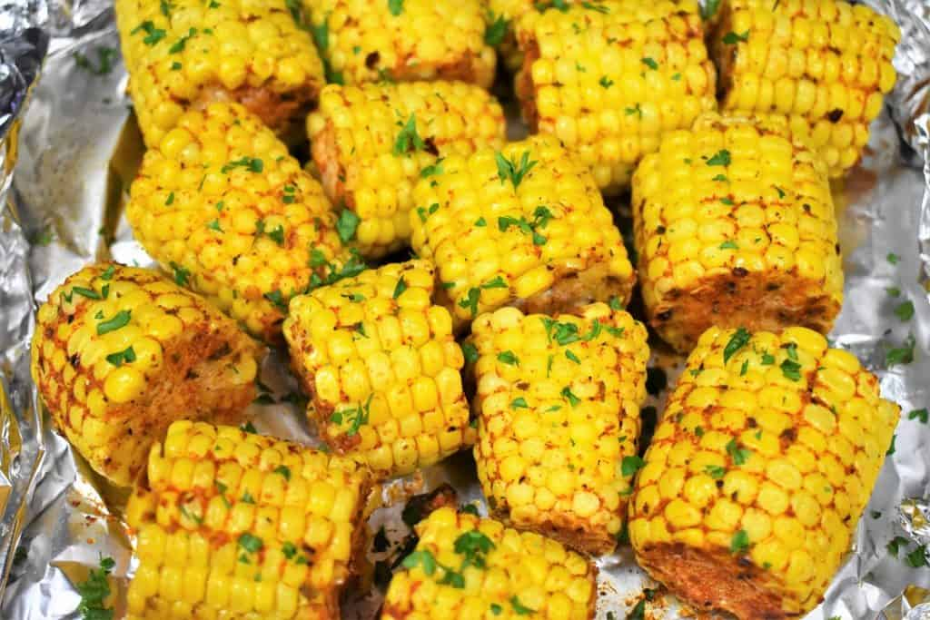 Seasoned corncobs cut into pieces and garnished with chopped parsley.